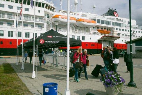 SJELDENT SYN: Dette har vært et sjeldent syn i Kirkenes denne sommeren. Mangel på utenlandske turister og strenge innreisekrav via Finland har skapt trøbbel for reiselivet i Sør-Varanger.