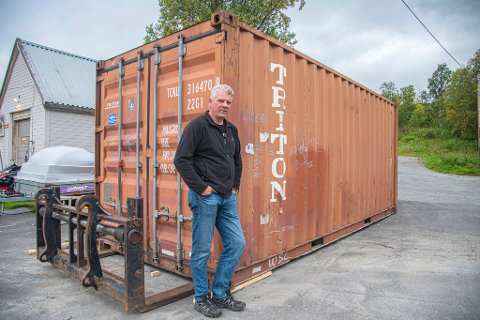 LEVERING: Ståle Kjellmann med den ferske containerleveransen.