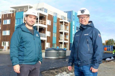 SNART INNFLYTTINGSKLART: Fredrik og Stian Svendsen er to av flere brødre som jobber i familiebedriften Geir Svendsen Entreprenør AS. De har mye å gjøre både med egne prosjekter og i andre prosjekter.