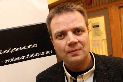 STEMMER IKKE: Politioverbetjent Einar Ingilæ mener det ikke stemmer at de skal ha brukt 53 minutter før de kom til åstedet for drapet i Mehamn i april 2019.