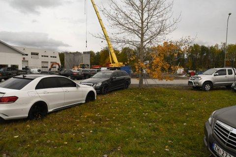 GRØNTAREAELER: I dag brukes grøntarealer rundt Alta Motorsenter på Aronneskjosen til blant annet parkering