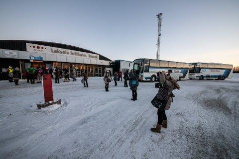 HAR PAPIRENE I ORDEN: Wizz Air har fått tillatelse fra Luftfartstilsynet til å fly til og fra Lakselv lufthavn, Banak.
