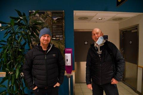 KOM SØRFRA: Morten Kristiansen (til venstre) og Ivar Paulsen var to av passasjerne som kom med fly til Alta mandag ettermiddag.