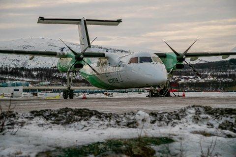 LETTE OG LANDE: Søndag har det vært stille i flytrafikken til og fra Hammerfest lufthavn.