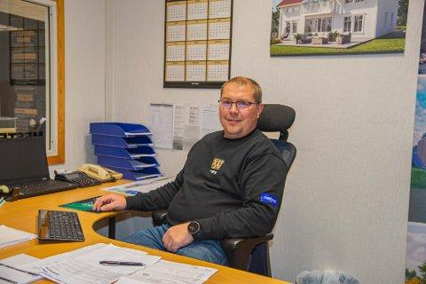 SALGSKONSULENT: Håvard Pettersen (46) bytter ut livet som snekker og er nå salgskonsulent for XL Bygg Mathisen & Co.