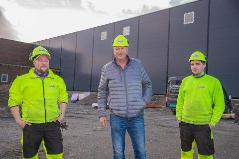 TRIO: Kent Aslaksen og Trond Ivar Pedersen har jobbet sammen i flere år i Styro Nor. Nå blir Kent en viktig brikke i fabrikken i Alta, nå for Jackon. Med seg på laget har de også fått Leif Martin Berg fra Saga.