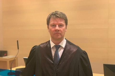 FORSVARER: Advokat Bjørn André Gulstad forsvarer den drapstiltalte mannen fra Lakselv.