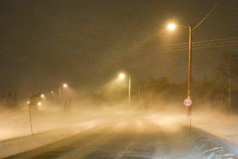 STERK VIND: Det kan bli snøfokk og dårlig sikt på veiene torsdag.