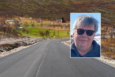 HISTORISK: – Nå har vi fått skikkelig asfalt, sier Harry Johansen.