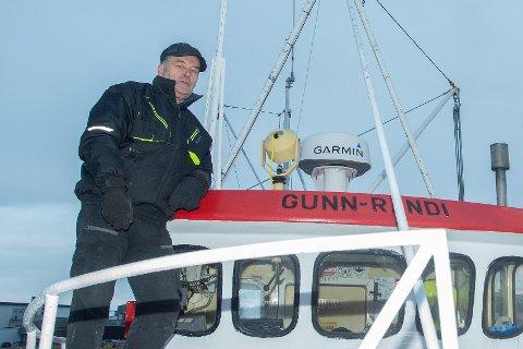SJARKFISKER: Gunnar Wasmuth har eid sjarken Gunn-Randi siden 1985. - Den dagen jeg må bruke av trygden til å betale utgifter på båten, da tror jeg at jeg skal legge inn årene, forklarer Wasmuth.
