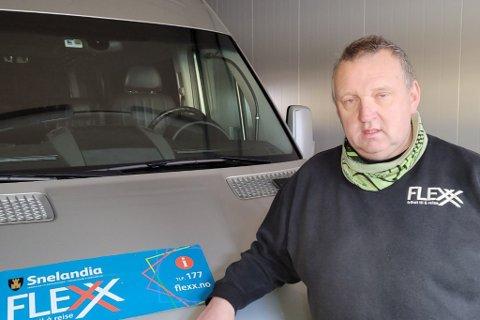 Bussjåfør Arne Rasmussen mener veien burde vært åpnet for lenge siden. – Ekstra utstyr er og satt inn for å avhjelpe, svarer Mesta.