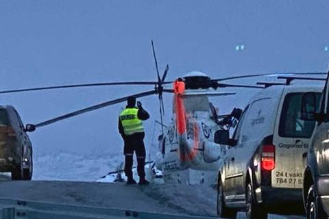OMKOM: Et Sea King-helikopter hentet mannen etter trafikkulykken.