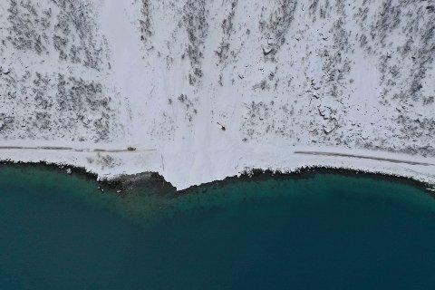 I SKILLEFJORD: Dette bildet er tatt etter at skredet gikk i Skillefjord. Nå er det varslet stor fare for nye skred i Vest-Finnmark.