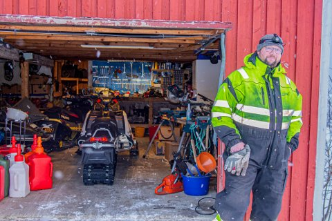MÅTTE OFRES: Bilplass i garasjen måtte ofres for scooterdeler.