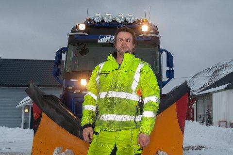 TØFF STREKNING: Brøytesjåføren Harri Hakala opplever utfordrende vær.