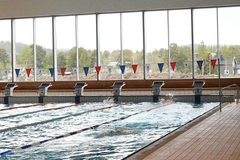 BRUDD: Her, i Karasjok svømmehall, ble det arrangert svømmestevne med 49 deltagere. Stikk i strid med gjeldene retningslinjer.