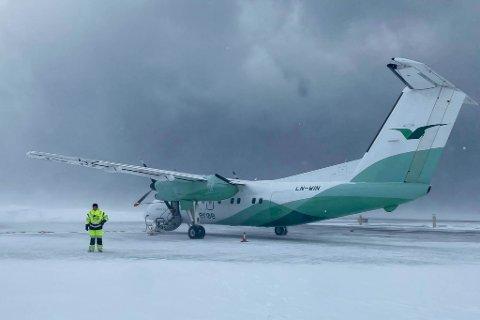 MYE VÆR: Det har vært mye vær i Finnmark tirsdag. Widerøe har måttet innstille flere avganger.