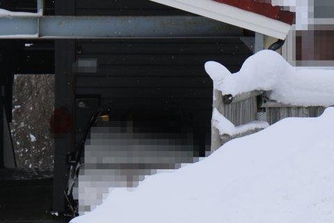 DØDE: Det var i denne leiligheten nord på Tromsøya at 16-åringen fikk i seg den dødelige dosen. Da ambulansen ble tilkalt var det allerede for sent for gutten, som ble erklært død kort tid etter at han kom til UNN.