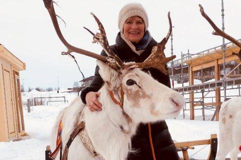 STYRELEDER: Ingrid Hernes er styreleder for Samisk videregående skole og reindriftsskole i Kautokeino. Bildet er tatt da skolen i Kautokeino hadde 60 års jubileum i 2019.