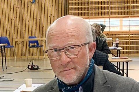KRITISK: Formannskapsmedlem og kommunestyrerepresentant Børre St. Børresen (V) stiller spørsmål rundt hvorfor saken om kuttlista ble fjernet fra møteinnkallingen til kommunestyremøtet.