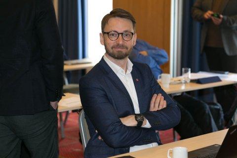 FERDIG: Odne H. Stunes i Arbeiderpartiet mener at man må strekke seg langt for å ferdigstille helikopterlandingsplassene både i Hammerfest og Kirkenes sykehus.