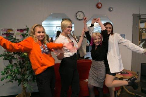 JUBEL: Frisørelevene ved Kirkenes videregående skole jubler etter sølvet i lagkonkurransen. Samarbeid er gull.