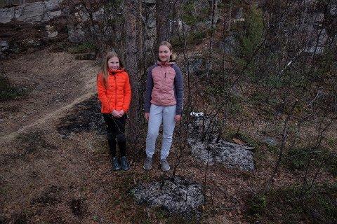 OPPDAGET BRANNEN: Ingeborg Marie Kristensen (12) og Eva Boine (12) oppdaget brann ved Saga skole.