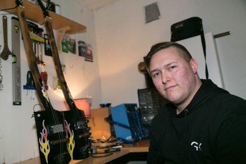 ACE OF SPADES: André er stolt over spadegitarene han har laget.