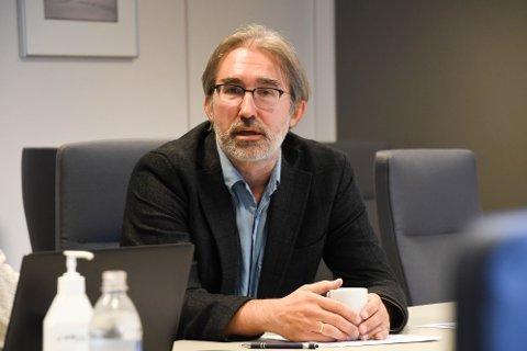 TILBYR FLERE FØRSTE VAKSINE: Kommuneoverlege Peder Halvorsen opplyser at de tilbyr flere nabokommunene vaksine i Alta på tirsdag 3. august..