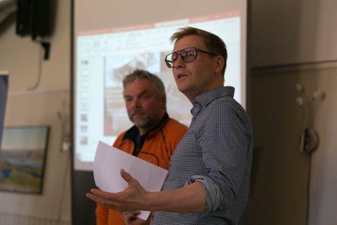 ROS: Banksjef Ulf Tore Isaksen ga Frode Grønberg og næringslivet i Båtsfjord en solid dose skryt.