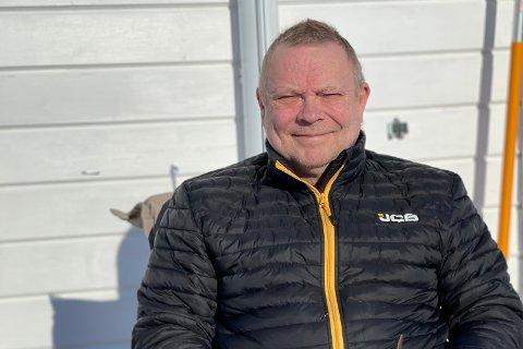 EKSTRA TIMER: Dagfinn Rasmussen har fått fire timer ekstra kjøring for å komme seg til der campingvogna er plassert.