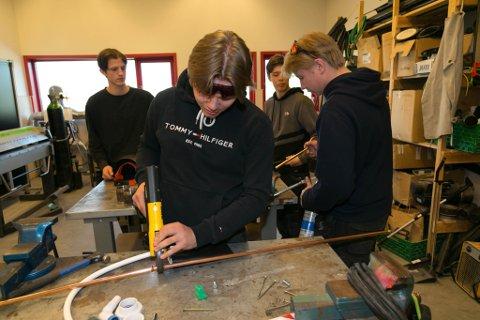 I AKSJON: Jan Erik Vlitalo Barbala, Lars Johansen, Dan Øystein Breivik og Sigurd Olsen, i aksjon. I august er de  i gang med rørlegger-studiene.