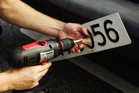 NY ORDNING: Statens vegvesen vil gjøre det mulig å avregistrere bilen uten å levere inn skiltet.