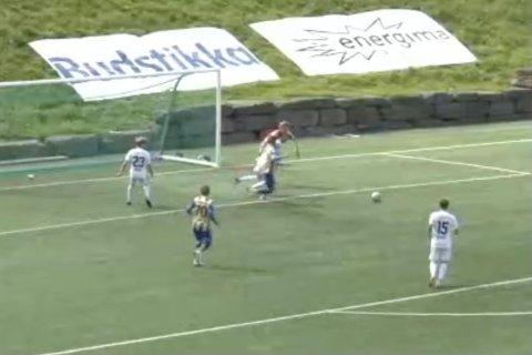 OVERBLIKK: Christian Reginiussen hadde god oversikt da han vant ballen og fikk satt opp en umarkert Mathias Dahl Abelsen, som enkelt kunne sende Alta i ledelsen i det 76. minutt.