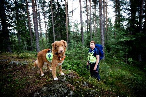 100 OPPDRAG: Roar Holenbakken og hunden Hera har vært med på over 100 oppdrag sammen med Norske Redningshunder på Romerike.