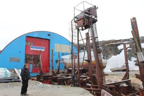 VERFSTOMTA I BUGØYNES: Bildet er tatt ved en tidligere anledning og viser Knut Johansen, som har ønsket å få det gamle skipsverftet opp og gå igjen.