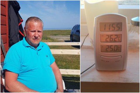 VARMT: Svein Kåsereff utenfor hytta ved Grense Jakobselv tirsdag. Sent mandag kveld viste temperaturmåleren hans hele 26,2 grader like før midnatt. Det var litt midnattsol på måleren, så den faktisk temperaturen var nok litt lavere.