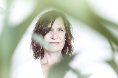 KOMPONIST OG SYNGENDE VOKAL: Tone Åse bodde i Vadsø i fire år og føler fremdeles en sterk tilknytning til Finnmark: – Det er et sted hvor jeg har hørt til, og som jeg har mange gode minner fra. Ikke minst følte jeg at jeg fikk veldig gode muligheter her, sier hun.