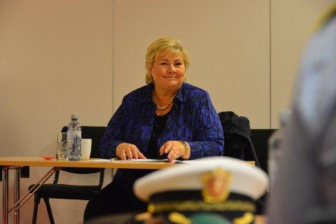 LOVTE ARBEIDSPLASSER: Statminister Erna Solberg (H) kom med lovnader om nye arbeidsplasser til Alta da hun mandag var på besøk i byen.