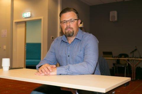 ALENE: Øyvin Strømhaug Grongstad er ikke lenger medlem i Høyre eller representant for partiet i kommunestyeet. Han blir uavhengig i de to årene som er igjen av valgperioden.