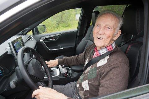 KJØRTE KORTESJE: Leif Nylund (94) var blant de mange båtsfjordinger som kjørte kortesje på den store åpningsdagen i 1961. En stor begivenhet han husker godt.