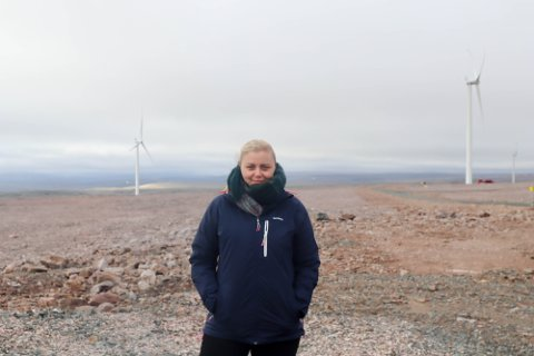 FLOTT MOTTAKELSE: Olje- og energiminister Tina Bru (H) fikk se nærmere på prosjektene i Berlevåg denne uken. Bru sier til iFinnmark at hun sjelden er blitt tatt så godt imot av en kommune. - En helt fantastisk tur, sier ministeren etter besøket i Berlevåg.
