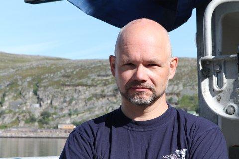 PROTESTERER: Tom Vegar Kiil (47) seiler i protest mot Nussirs planer i Repparfjord.