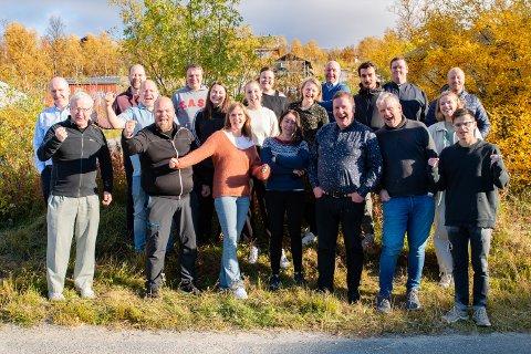 JUBLER: Store deler av staben i Finnmark Dagblad og Dagbladet Finnmarken var denne uken på redaksjonskonferanse i Skaidi, der de kunne juble over en samlet oppgang i opplaget på 237 eksemplarer.
