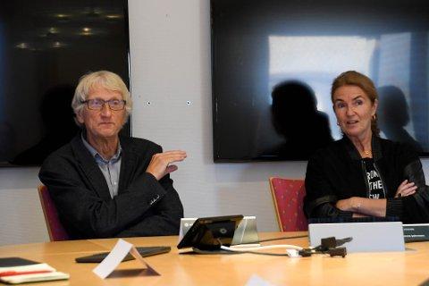 SKAL FORSKE IGJEN: Sveinung Eikeland skal tilbake til forskerstilling på Campus Alta. Her sammen med styreleder Marianne Elisabeth Johnsen for UiT.