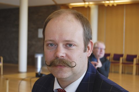 GRATIS SKOLE: Fylkesråd for utdanning, Bjarne Rhode, sier at mange har et fag de mangler for å gjøre ferdig vitnemålet.