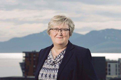 HÅPER PÅ SVAR: Statsforvalteren i Troms og Finnmark, Elisabeth Aspaker, håper virkelig at Harstad får svar på de siste prøvene som er til analyse snart.