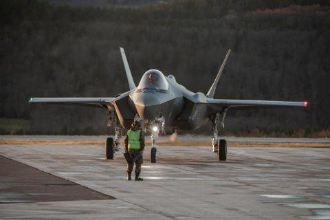 Det nye F-35 lager mer støy enn gamle F-16. Når de får framskutt base på Evenes krever det støydemping i flere boliger. Nå skal forholdene i 175 boliger utredes.