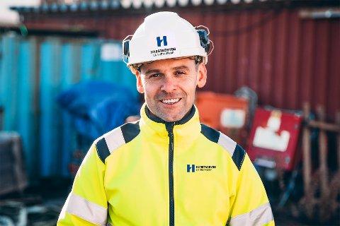 Martin Mathisen i Harstadbygg Entreprenør forteller de til en hver tid trenger fire lærlinger.
