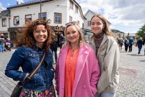 FORNØYDE: Fra venstre: Beathe Nicoline Andersen, Hege Karlsen Bakken og Silje Marie Bakken.